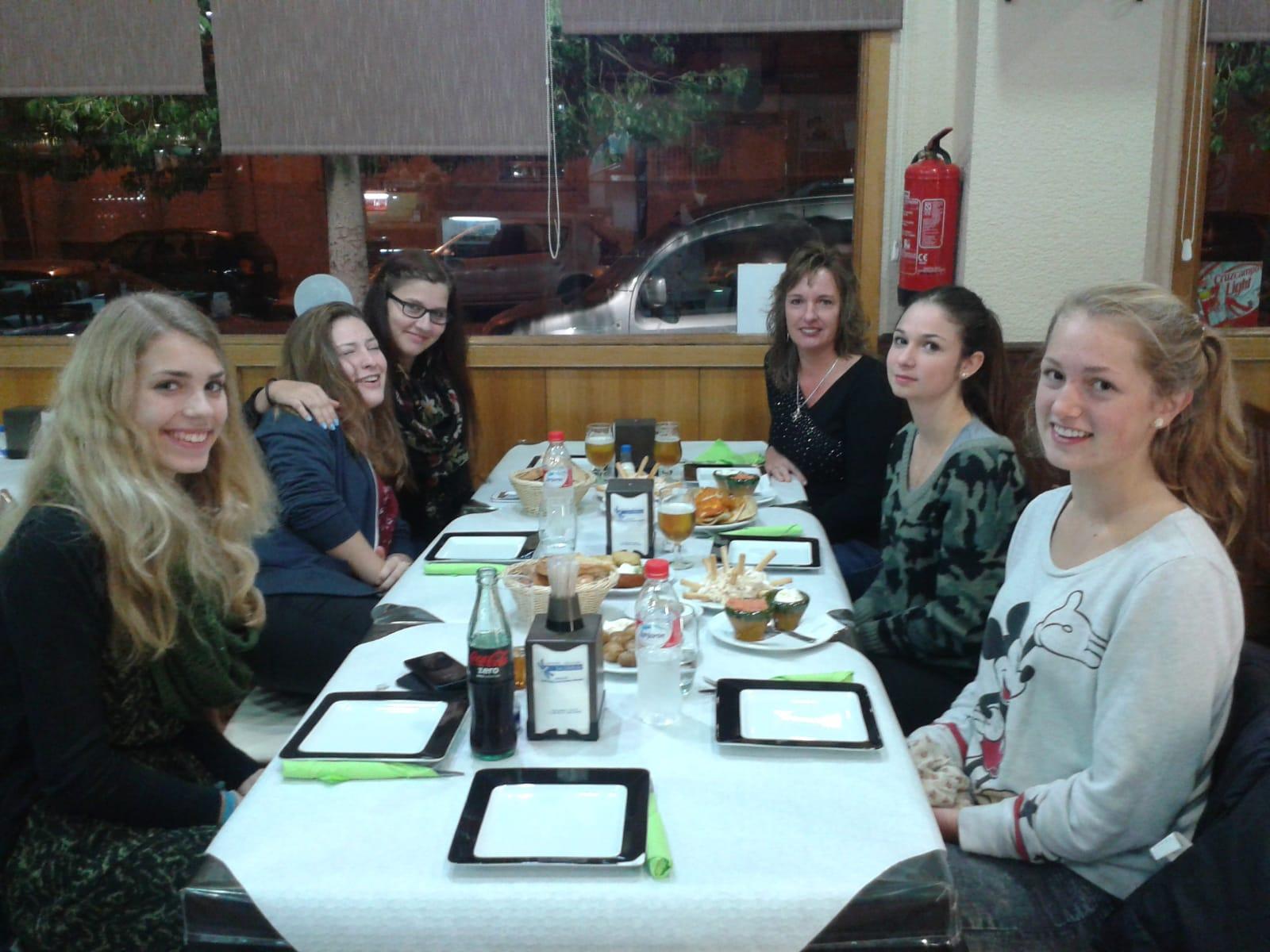 Abendessen mit Austauschschülern in Spanien
