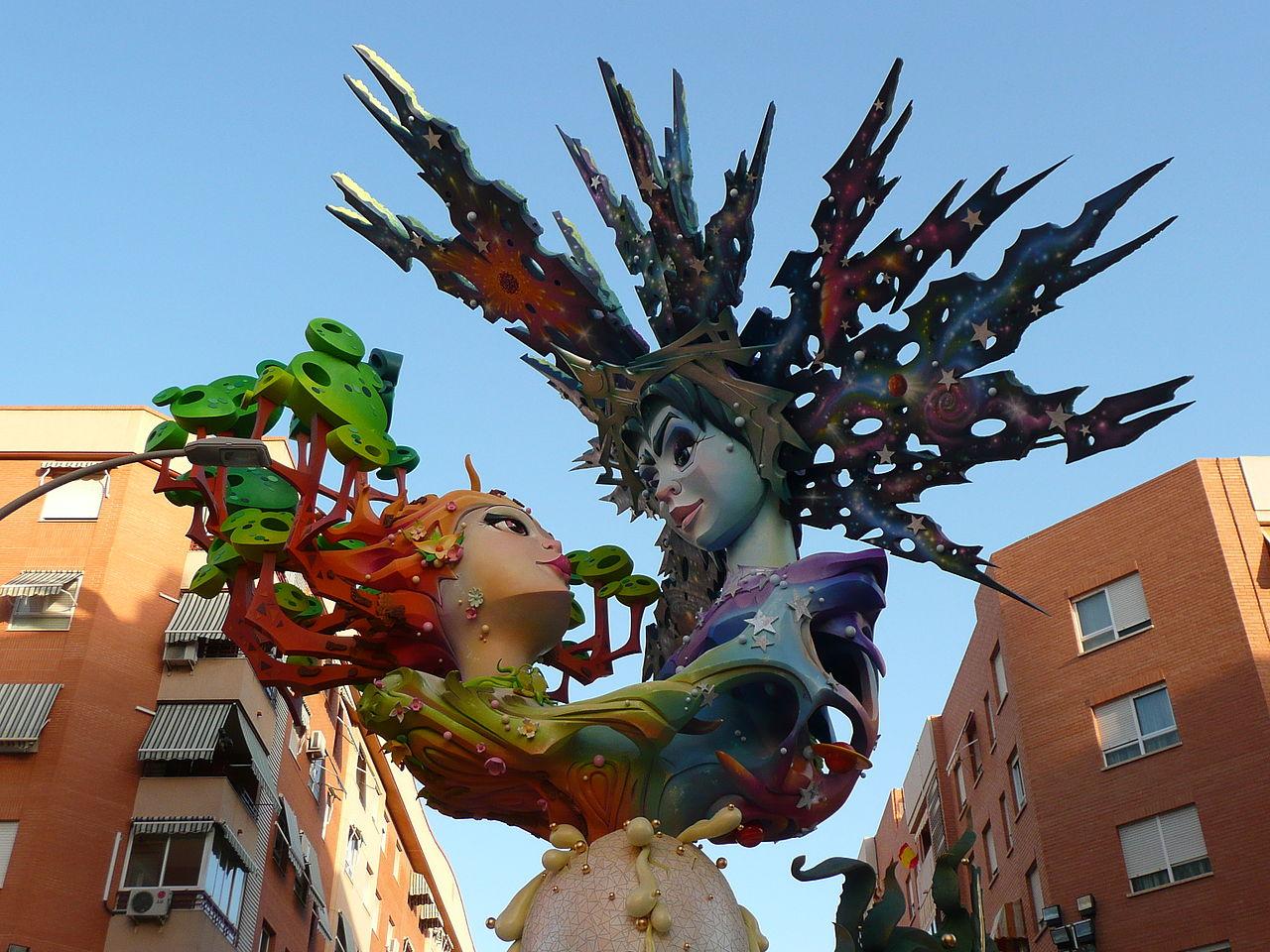 Hogueras Pappmache Statue in Alicante